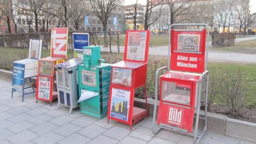 Stumme Verkäufer der Münchner Zeitungsverlage